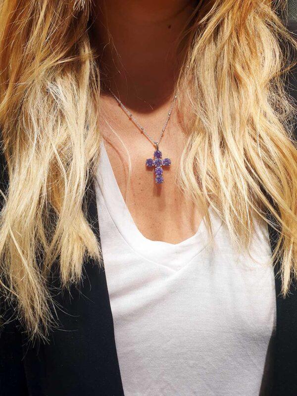 colgante lila cruz